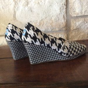 Toms Shoes - TOMS 8 Espadrilles in black and white tapestry